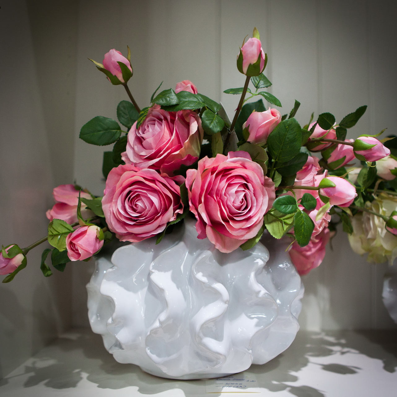 Цветы в вазе фото дома